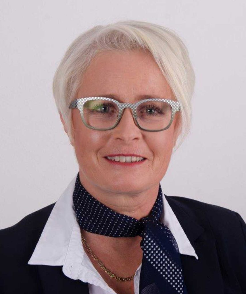 Ingrid Ebner-Kerschbaumer - ESW Steuerberatungs GmbH / Steuerberatung / Wirtschaftsprüfung / Buchhaltung - Lohnverrechnung / Unternehmensberatung - 5201 Seekirchen / Wallersee